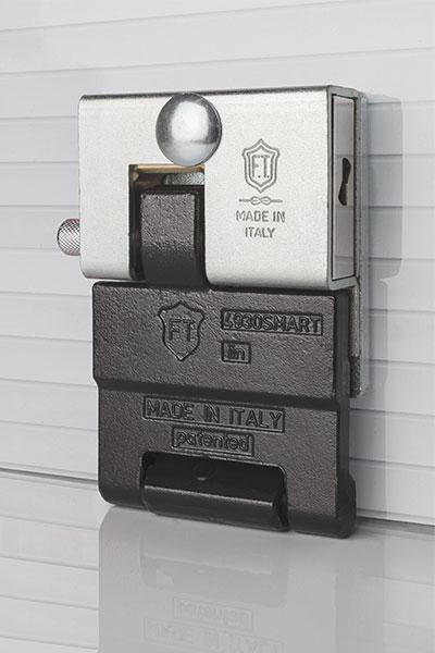 Lucchetto porta basculante 4930 smart - Proteggere basculante garage ...